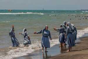 Rahibeler denizde