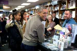 Obama'lar kitapçıda