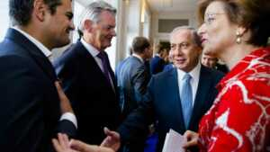 Kuzu ve Netanyahu: Ellere dikkat...