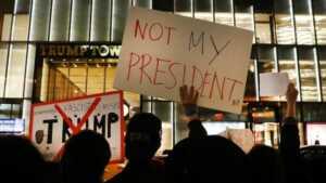 Trump karşıtı protestolar: 'O benim başkanım değil'..