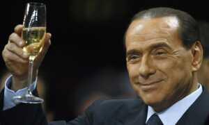 Silvio Berlusconi: 9 yıl İtalya'yı o yönetti..